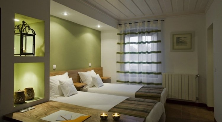 Herdade do Sobroso Country House Hotel de Vinho em Portugal ~ Quarto Verde Limao E Rosa